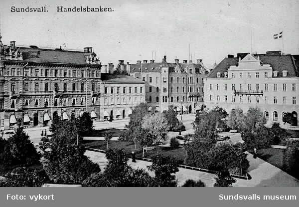 Vykort stämplat 1908 med det nyuppförda handelsbankshuset vid Vängåvan.Storgatan med kv Olympen och Jupiter t v