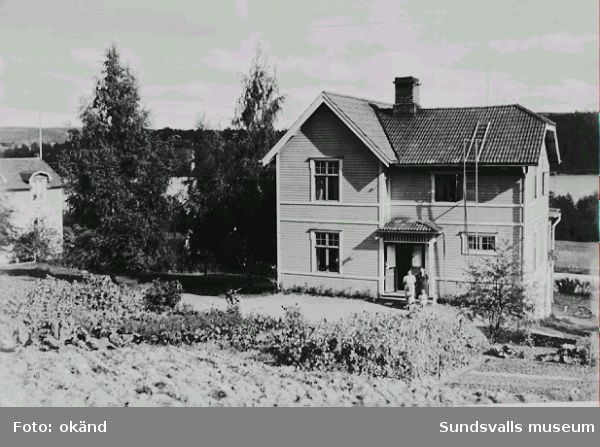"""""""Sofiero"""". Uppfört av  August Kåhrström som bostad efter pensioneringen som stationsinspektör vid Sprängsvikens järnvägsstation. Rivet."""