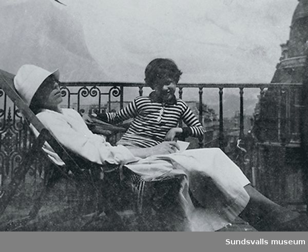 Sigrid Hjertén och sonen Iván Grünewald.