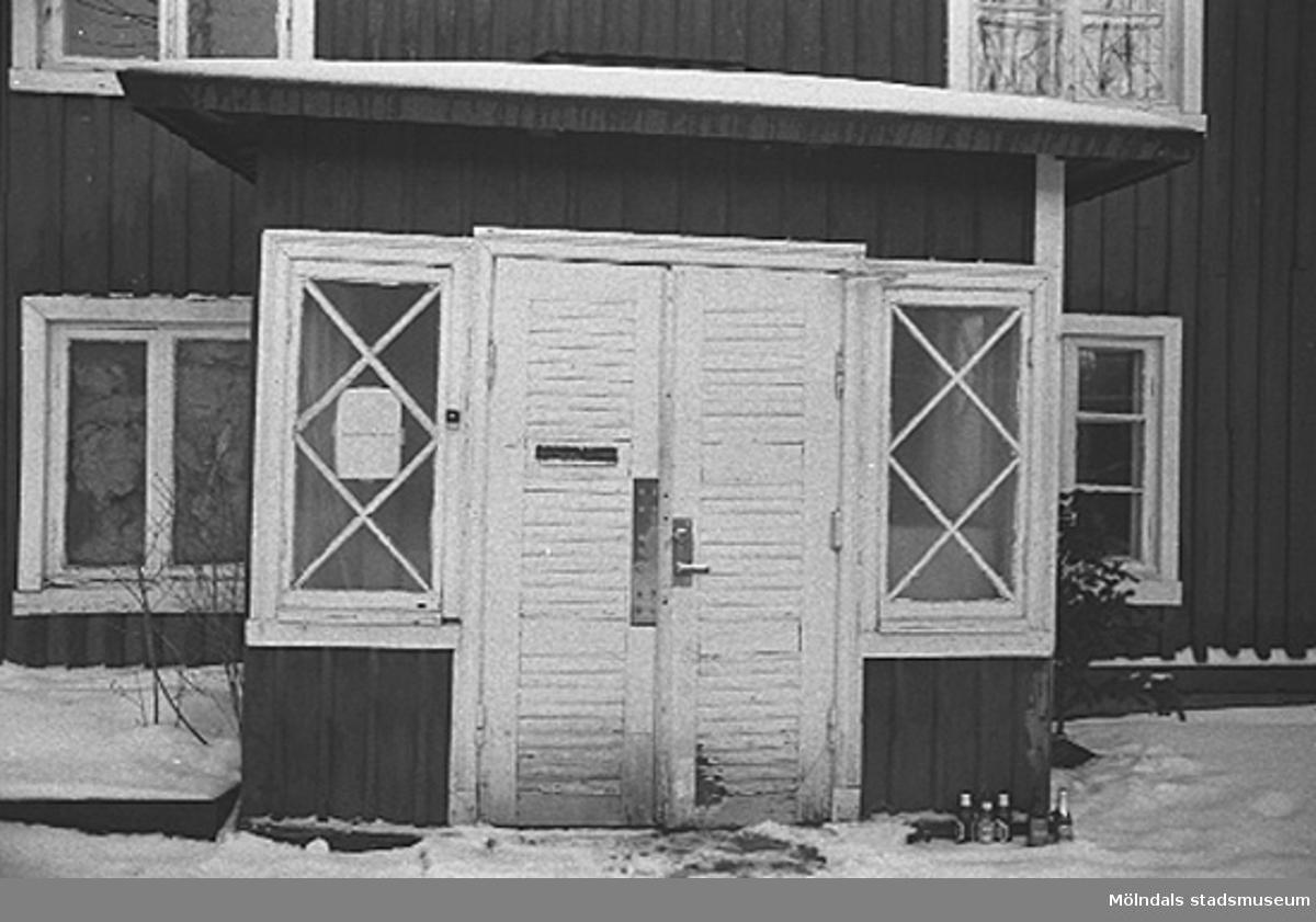 Röda huset, G-3. Veranda med dubbeldörr mot söder.