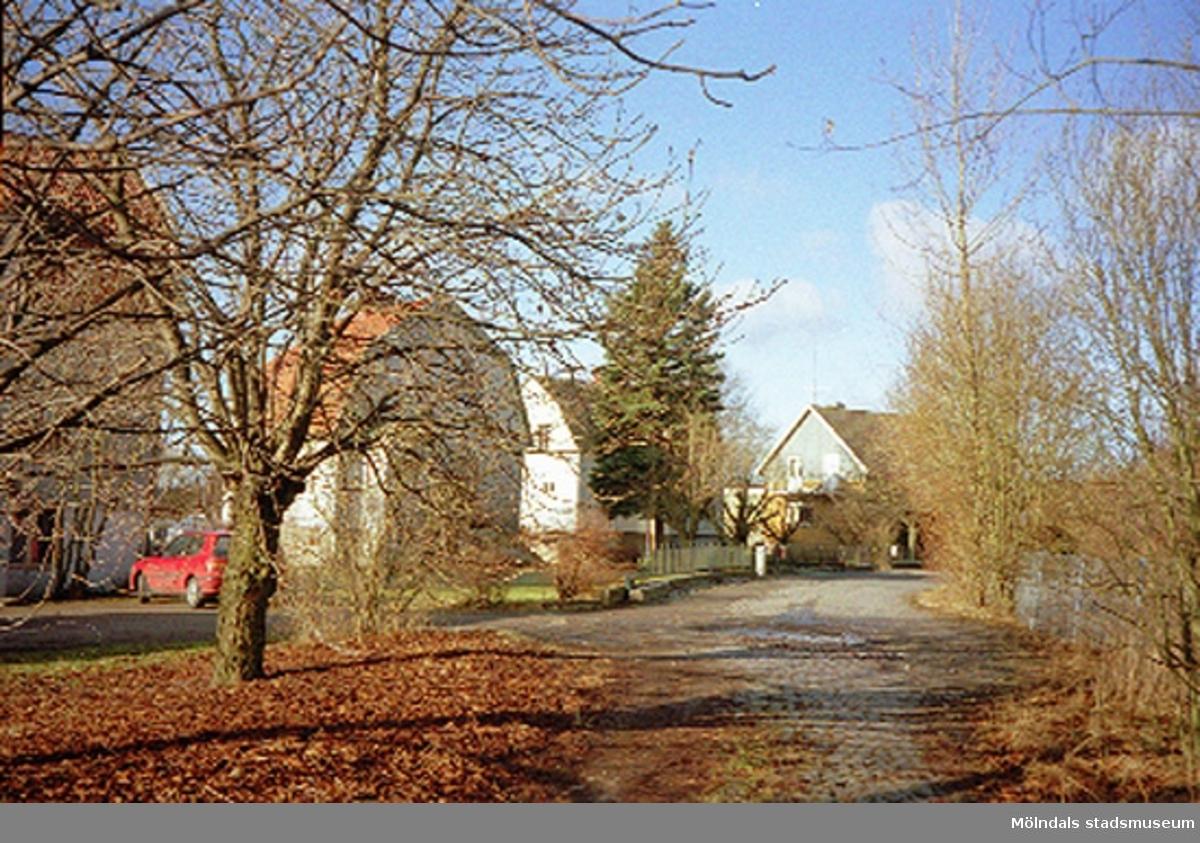 Ett bostadshus.Skedebrogatan 6, Åby 1:6, Forsåker februari 1995.