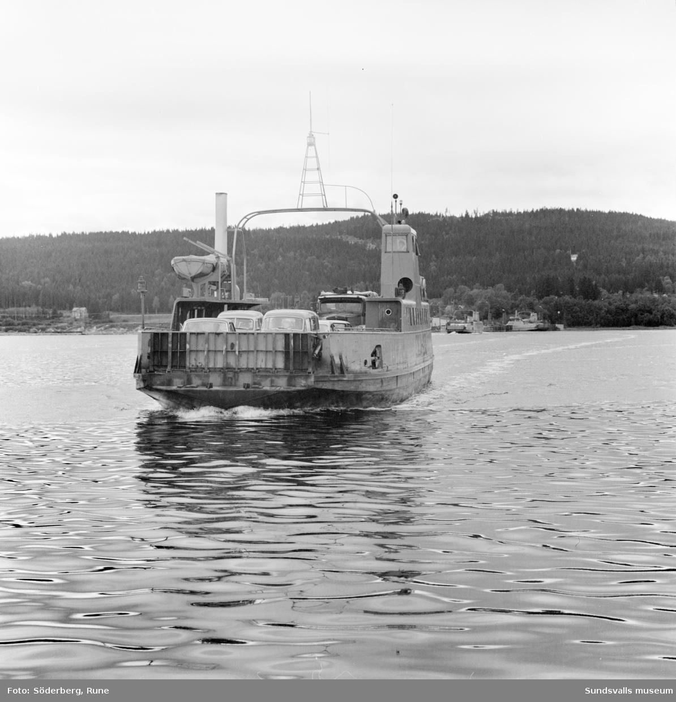 Alnöfärjan Alnö-1 och färjeläget i  Fillan på fastlandssidan.