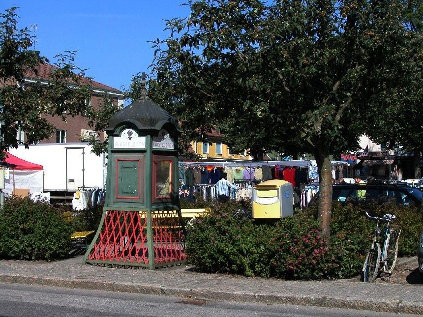 Brevlåda intill torget i Askersund.