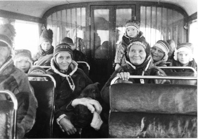Linjerna Arvidsjaur - Arjeplog. I Arjeplogsbussen, Arvidsjaur 1941.