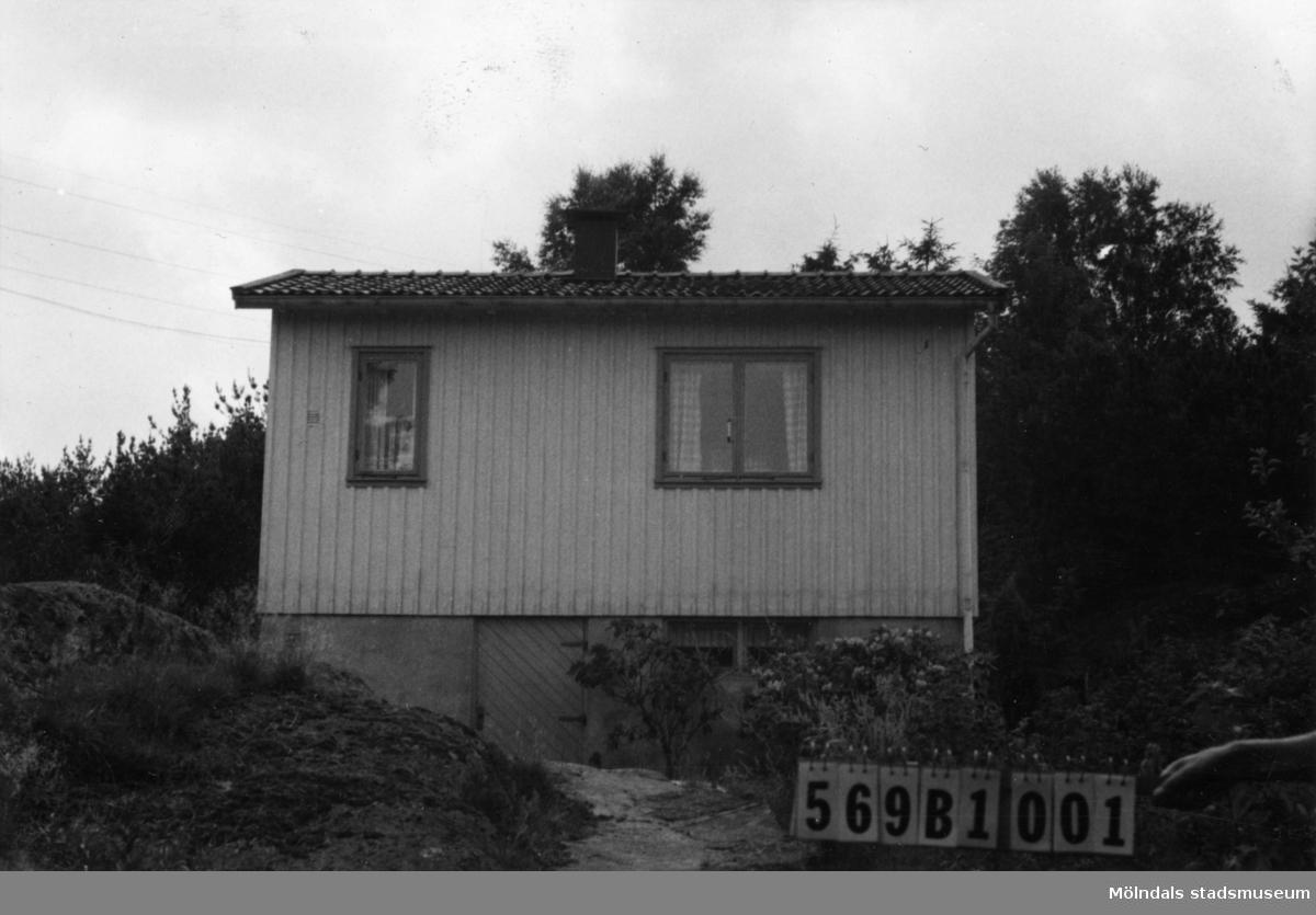 Byggnadsinventering i Lindome 1968. Gastorp 2:94. Hus nr: 569B1001. Benämning: fritidshus. Kvalitet: god. Material: trä. Tillfartsväg: framkomlig.