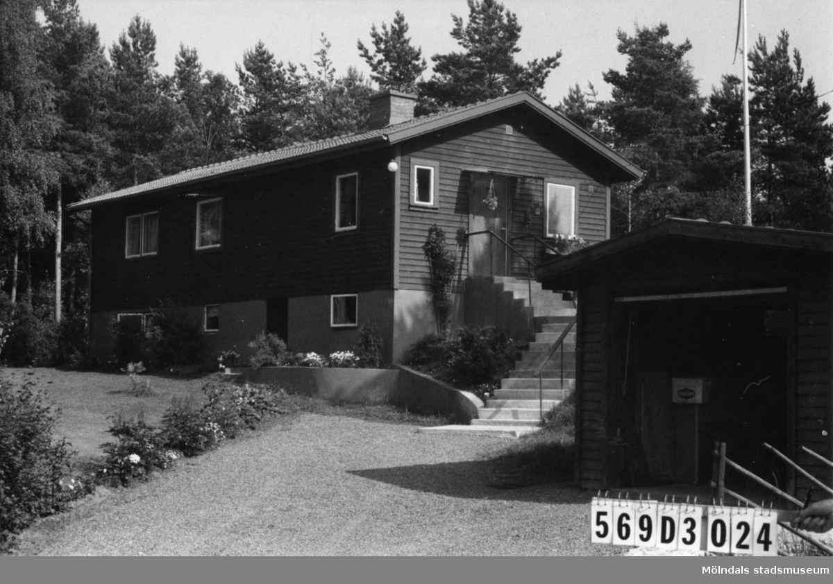 Byggnadsinventering i Lindome 1968. Berget 1:46. Hus nr: 569D3024. Benämning: permanent bostad och garage. Kvalitet: mycket god. Material: trä. Tillfartsväg: framkomlig. Renhållning: soptömning.