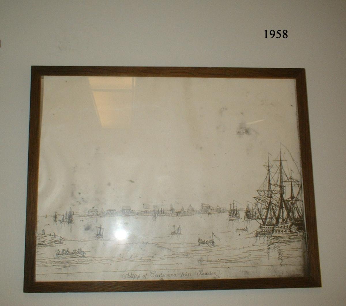 """Fotokopia efter originalritning """"Utsikt över redden af Carlscrona"""", ritad av Joh. P. Cumlin år 1787. Inom glas och ram."""