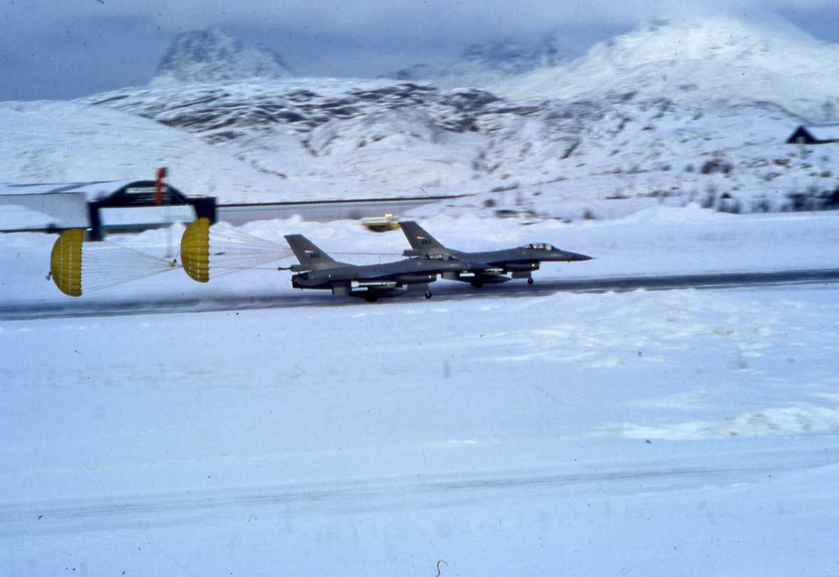 Norske fly av typen F-16 Falcon med nr. 660 (nærmest) og nr. 662.