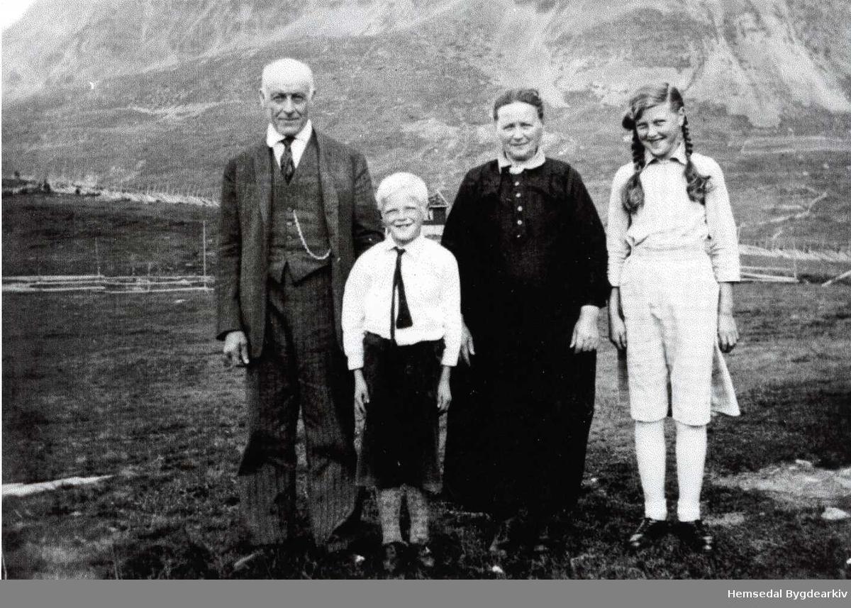 Frå venstre: Knut O. Grøthe; Syver Grøthe; Margit Grøthe; Marie Grøthe