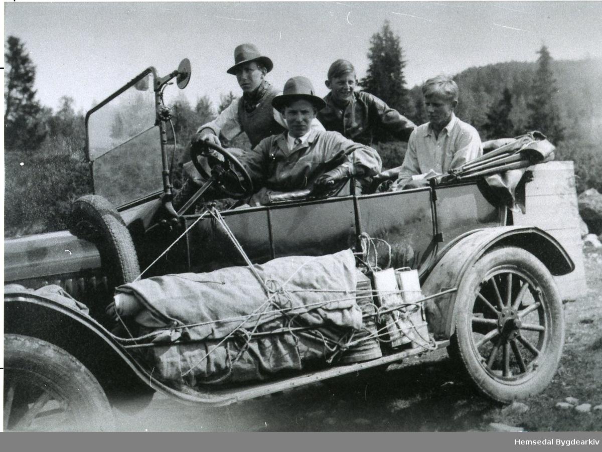 Ford 1922-1924 modell. Personane er ukjende