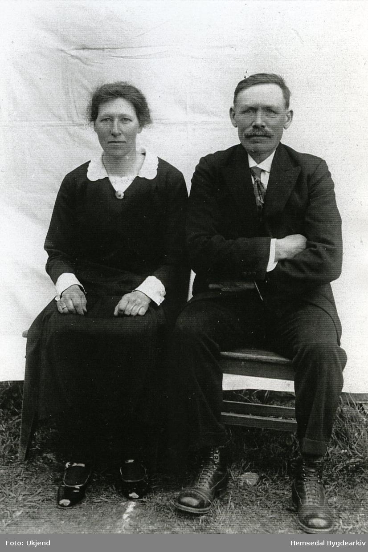 Brurebilete av Torstein Flatåker (1882-1969) og kona Margit Heggestad (d.e.)  (1890-1955) frå Hemsedal.