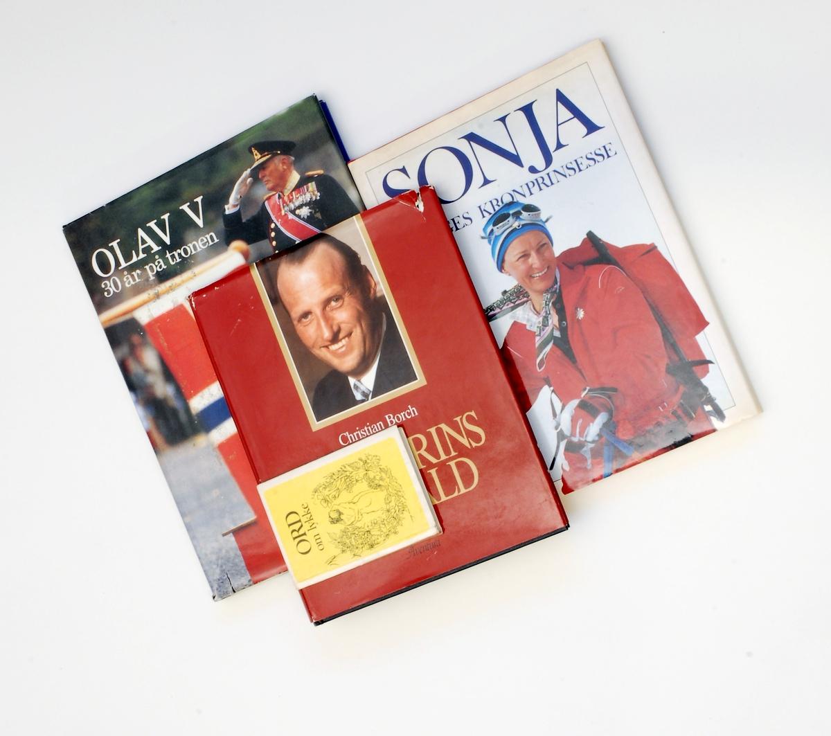"""1 stk """"Ord om lykke"""" pluss 3 stk biografiar """"Kronprins Harald"""", """"Sojna - Norges kronprinsesse"""" og """"Olav V - 30 år på tronen"""""""