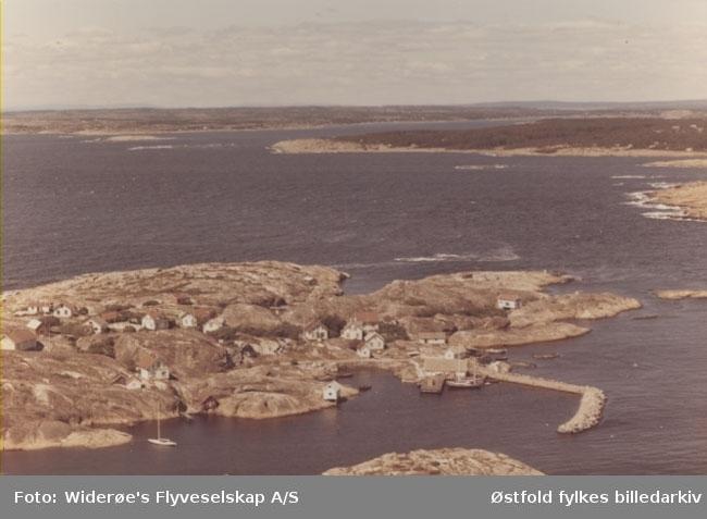 Oversiktsbilde av Lauer på Hvaler, juli 1967. Skråfoto/flyfoto.