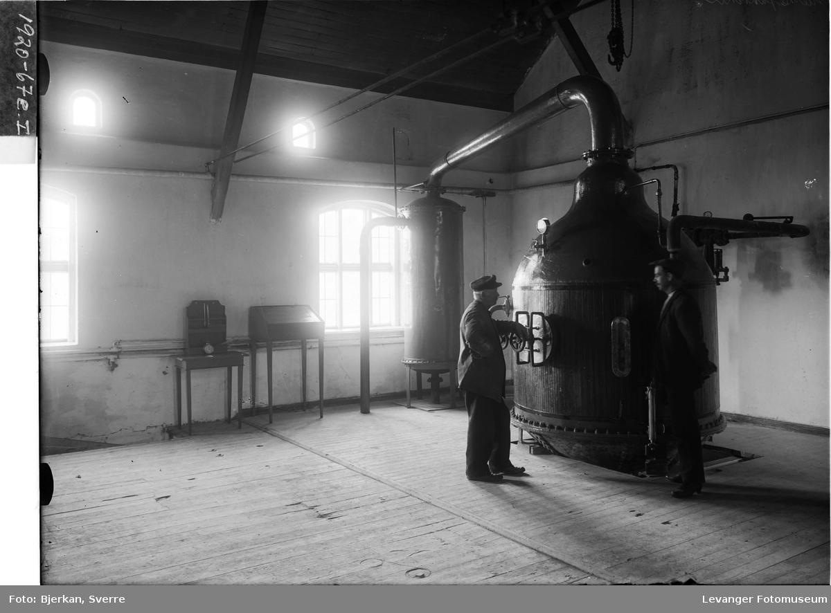 Interiør og arbeidere på Melkefabrikken i Levanger III