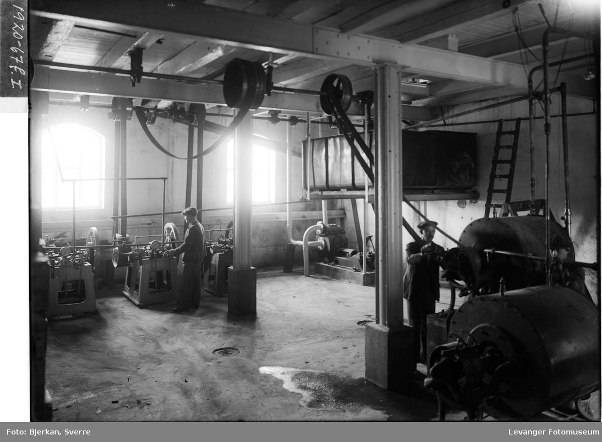 Interiør og arbeidere på Melkefabrikken i Levanger IV