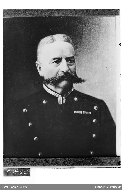 Portrett av løitnant Holmvik