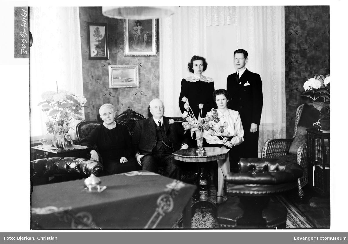 Advokat A. Falstad med familie I
