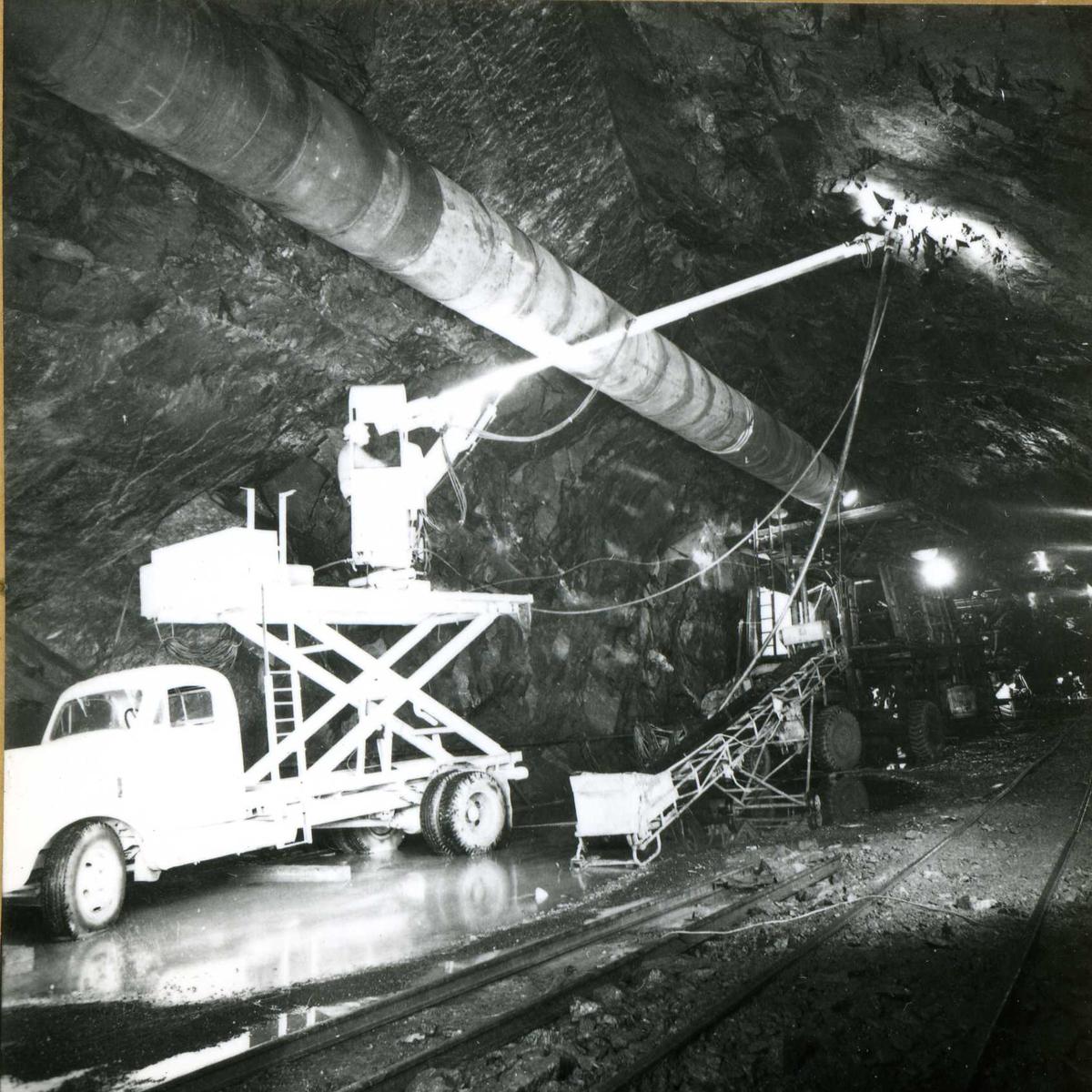 Tilløpstunnel frå Vesås. Boring i tunnel.
