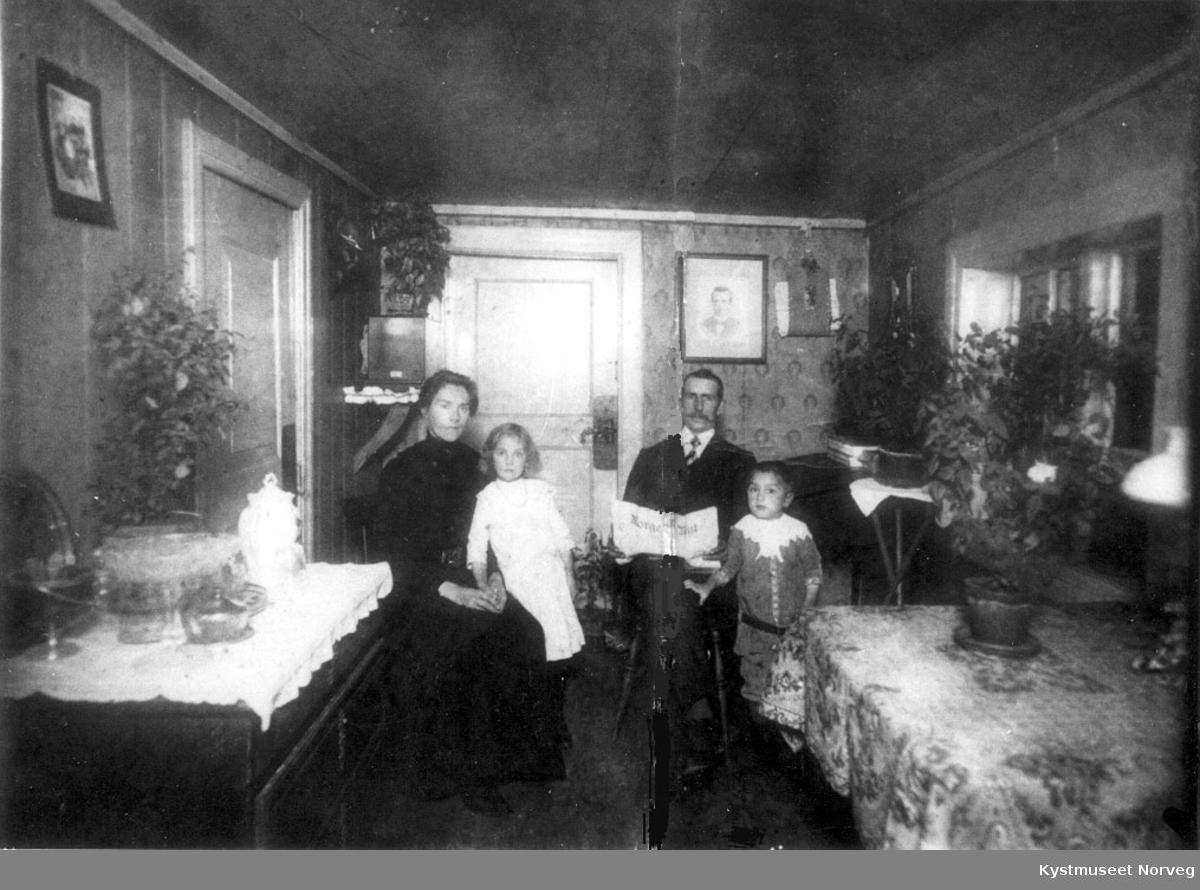 Sofie, Laura, Johan og Einar Ottesen (senere Vollan)