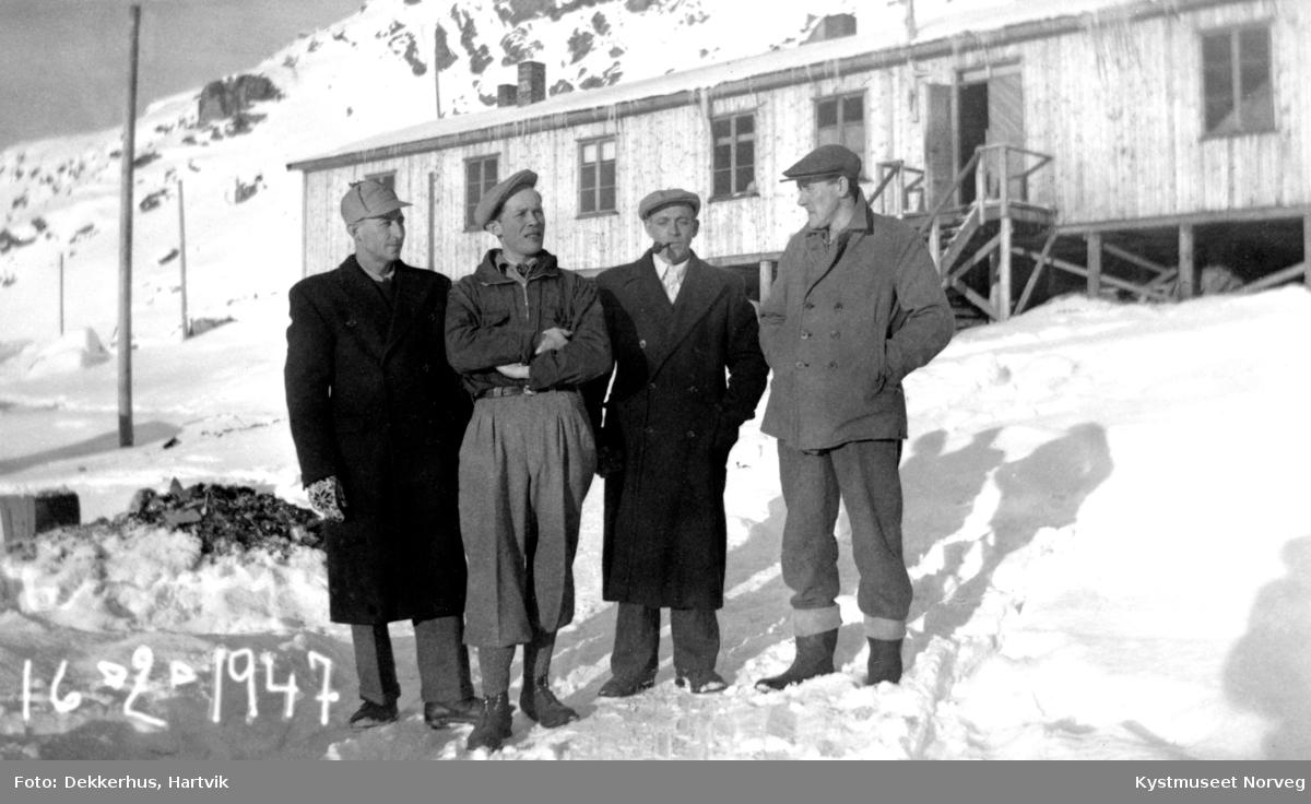 Fra venstre: Aksel Bjørgan, Odin Moe, Johan Ofstad og Finnvald Ofstad på brakkesnekring i Hammerfest