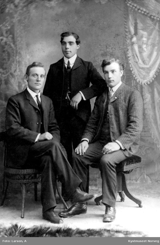 "Paul Rasmussen Sørøy, Johan og Håkon Lysø ""Amerikabilde"""