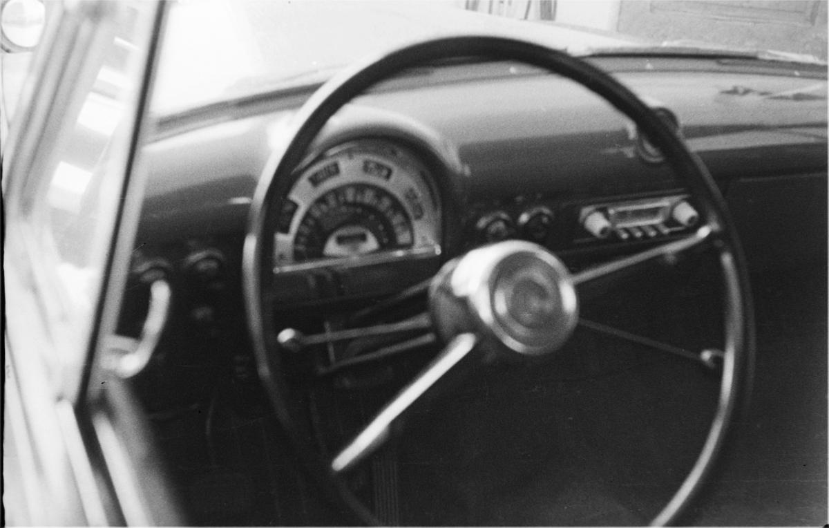 17. mai. Elverum.  1954. Bil, interiør.