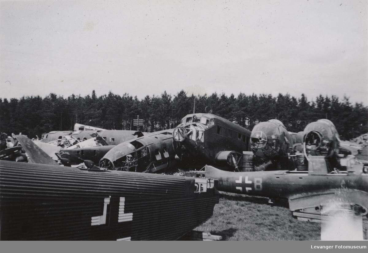 Flykirkegård, ødelagte tyske fly, Junkers 52, Heinkel 111 og Junkers 87.