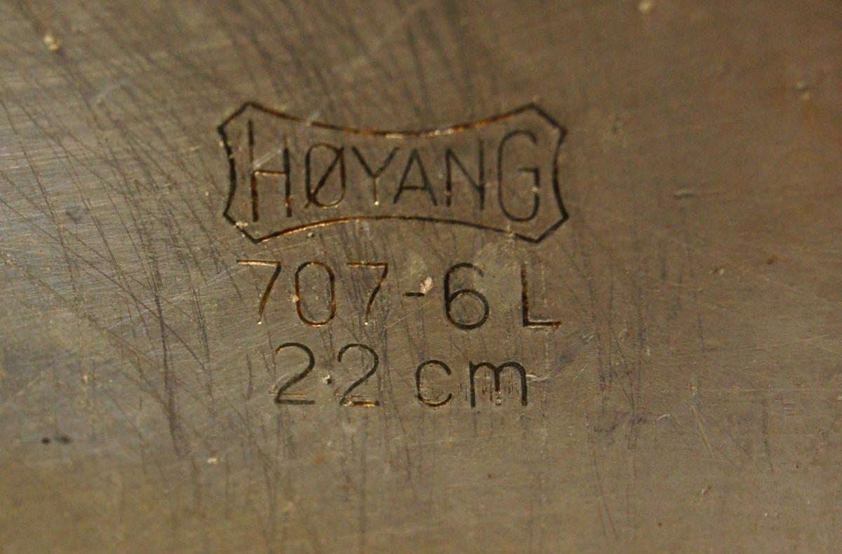 Sylindrisk aluminiumspanne med lokk og to sidehanker.