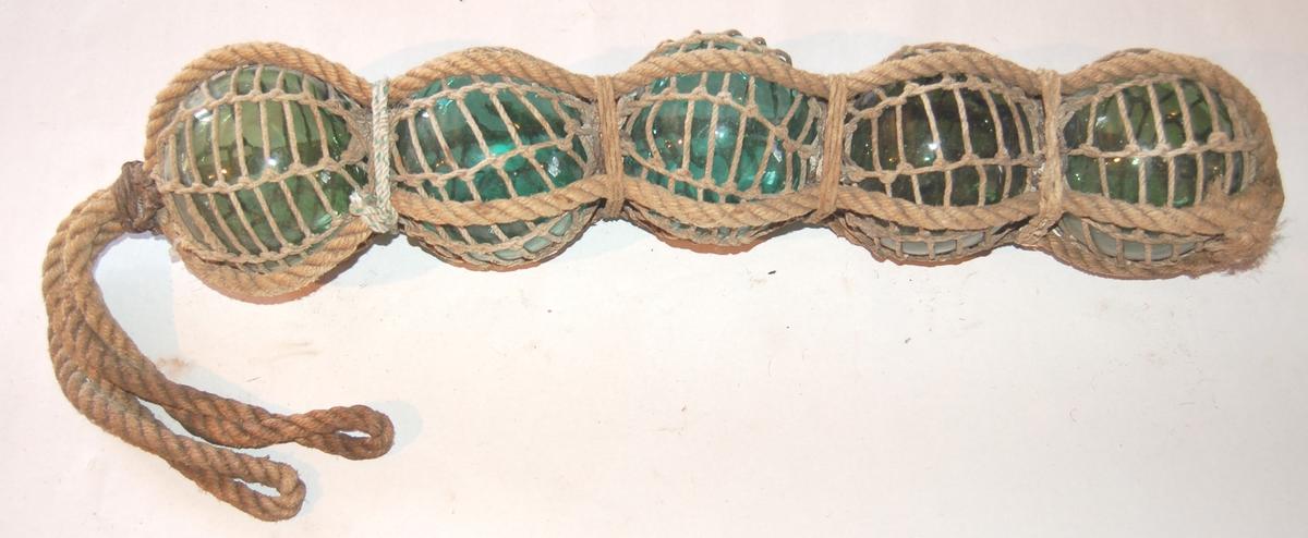 Fem glaskuler garninnbundne til flyt på fiskevegn