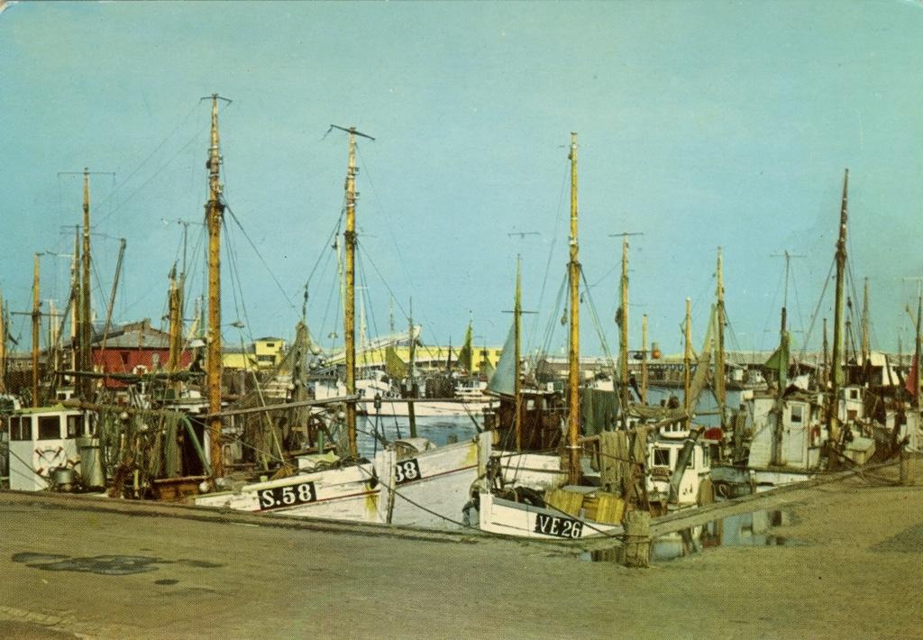 "Text på kortet: ""Skagen: Parti fra havnen""."