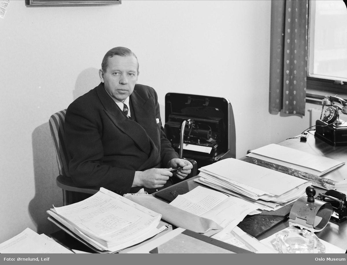 interiør, kontor, mann, advokat, sittende ved skrivebord