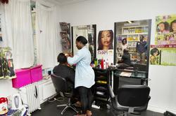 Miracle Afro Shop, kvinner, kunder, hårfletting, mann, baby,