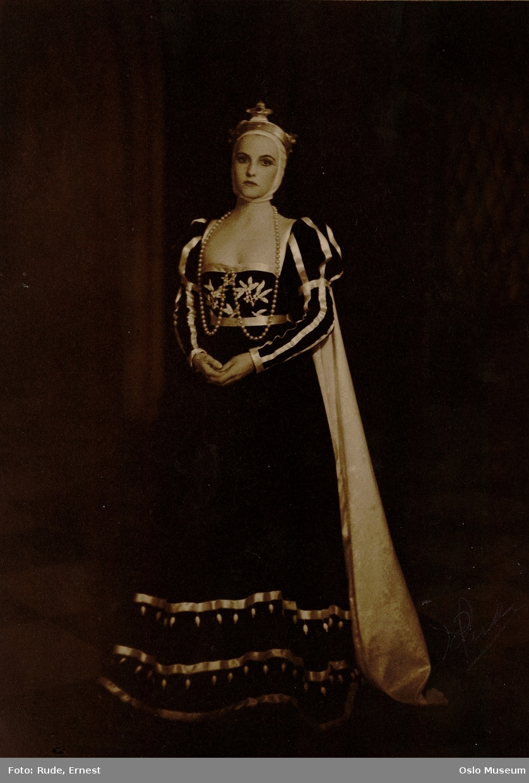 portrett, kvinne, skuespillerinne, stående helfigur, rollebilde, kostyme