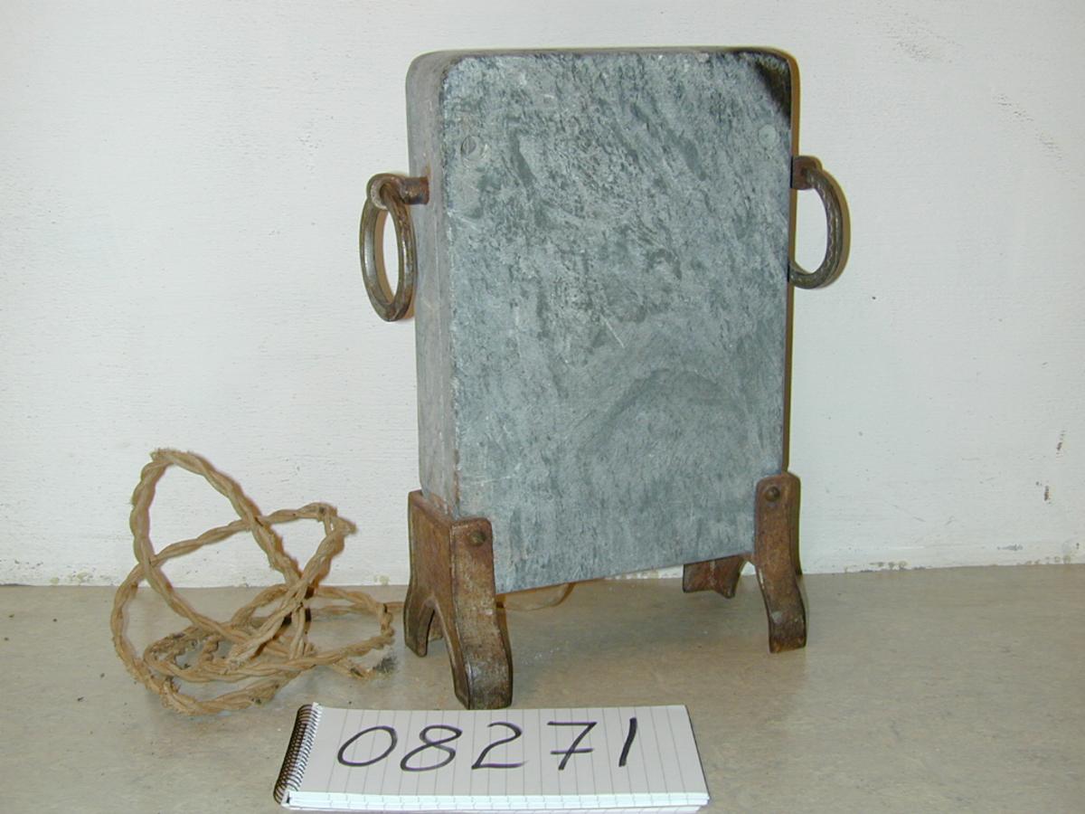 Form: Høysmal, rektangulært tverrsnitt, avrundete hjørner