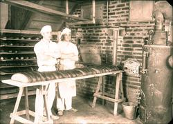 Interiør i bakeri - To bakere.