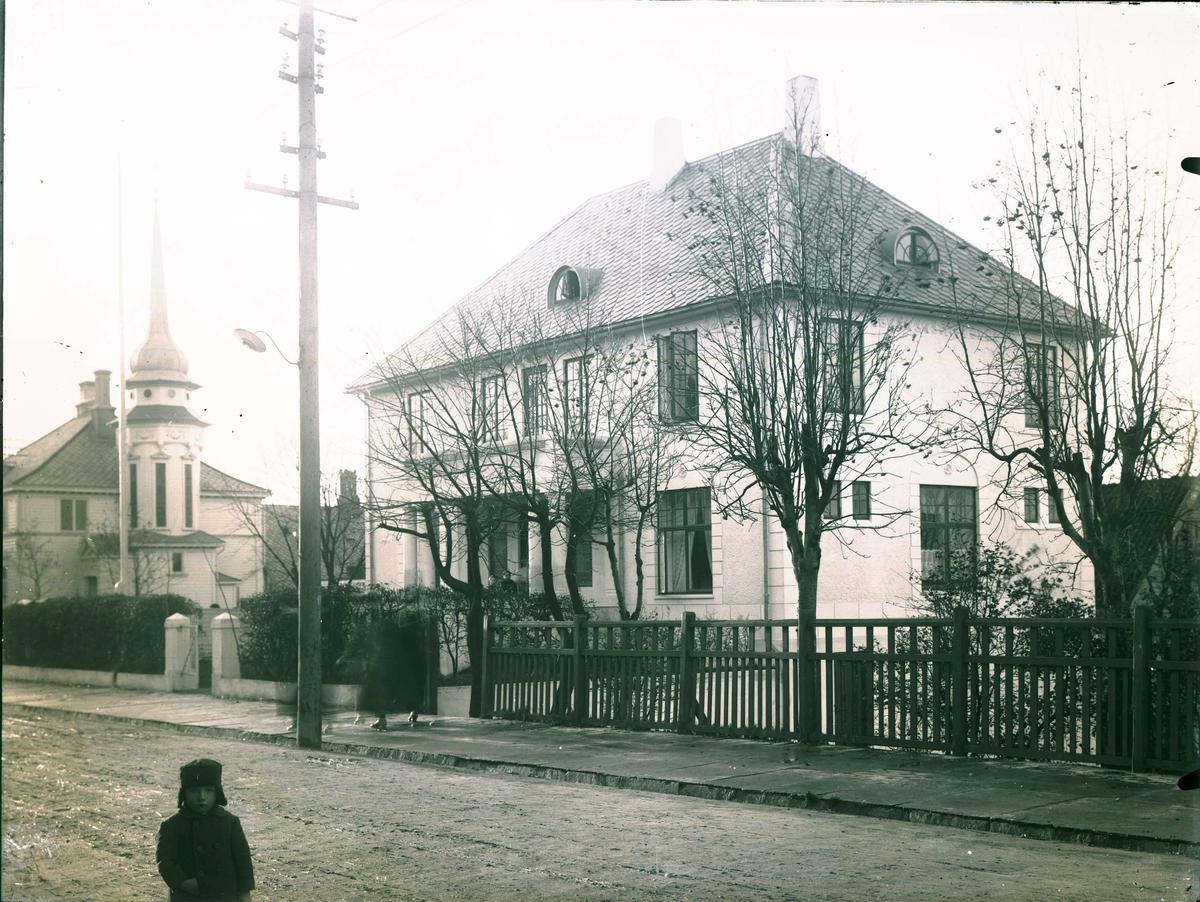 Gatemiljø - Villa.