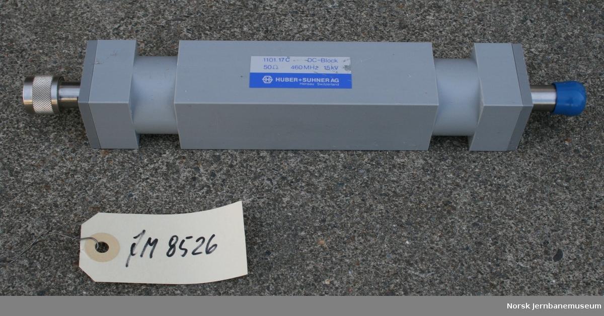 Antenneisolator, utviklet for NSB Fabrikat:  HUBER + SUHNER AG i Sweits Påskrift: 1101.17 C, DC-Block, 50 Ohm, 460 MHz, 15 kV