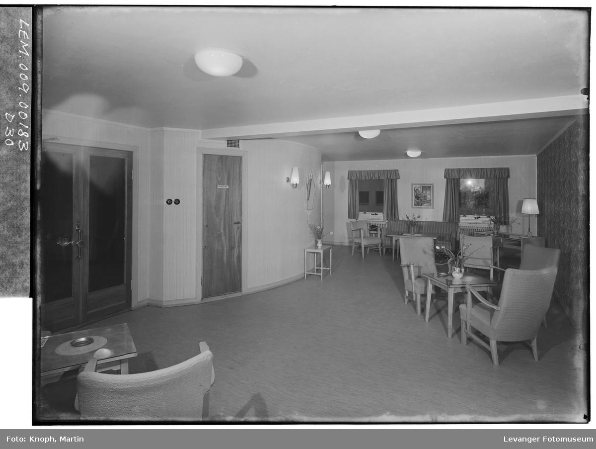 Fra Grand Hotell på Steinkjer,  VII