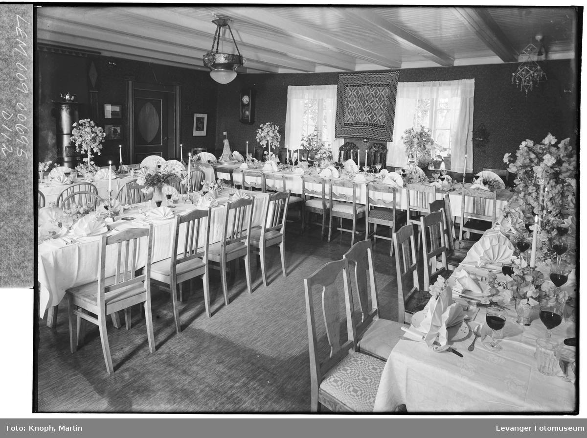 Pyntet bord for bryllupsgjester