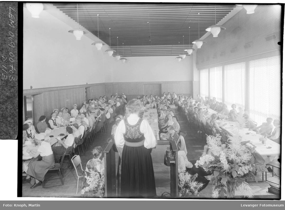 Kvinneforeningsmøte  I
