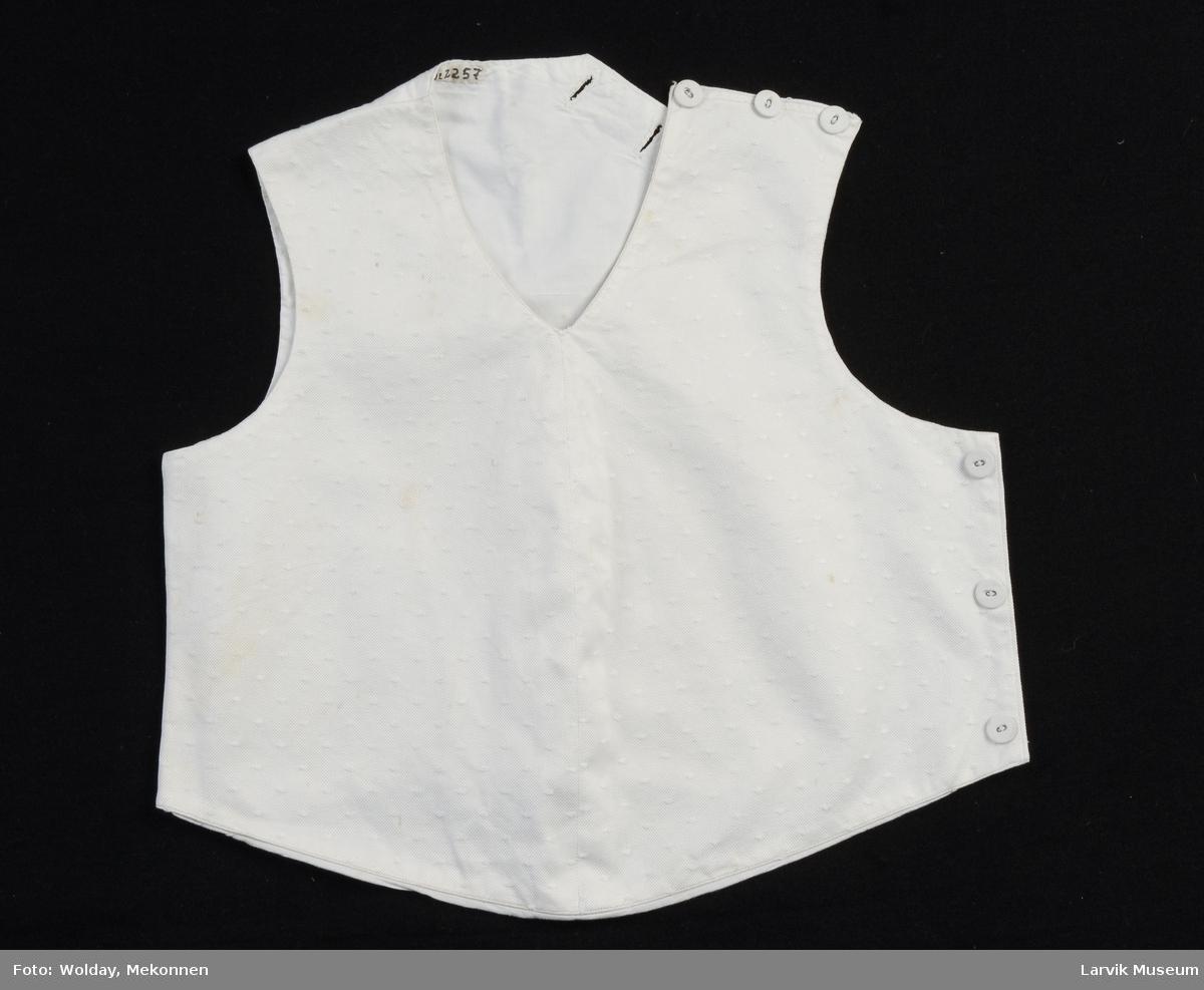Form: forstykke av hvit silke med pletter,fór og