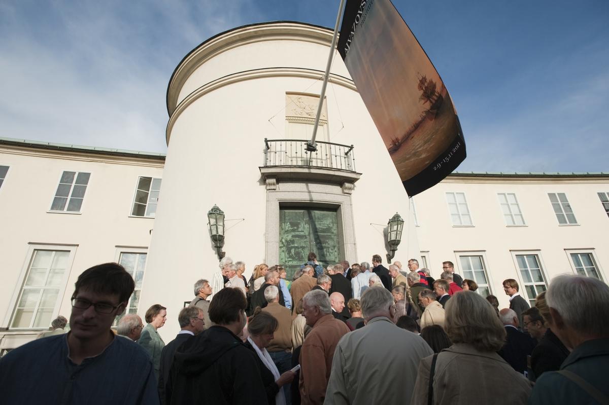 """Dokumentation av utställningen  """"Ajvazovskij mästaren"""" som visades på Sjöhistoriska 2011 vernissage"""