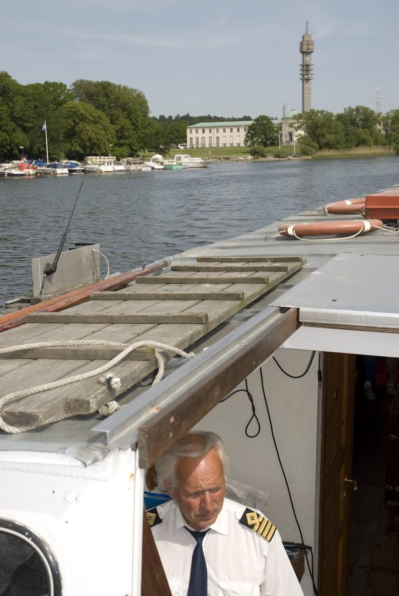Tre seklers Flaggskepp. Ran o M20. Ran kör gratisturer mellan Vasamuseet och Sjöhistoriska.