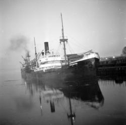 Panamabåt med besättning väcker uppseende i Sundsvalls hamn.