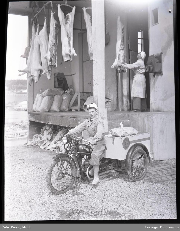 Lasterampe og transport ved bøndenes salgslag.