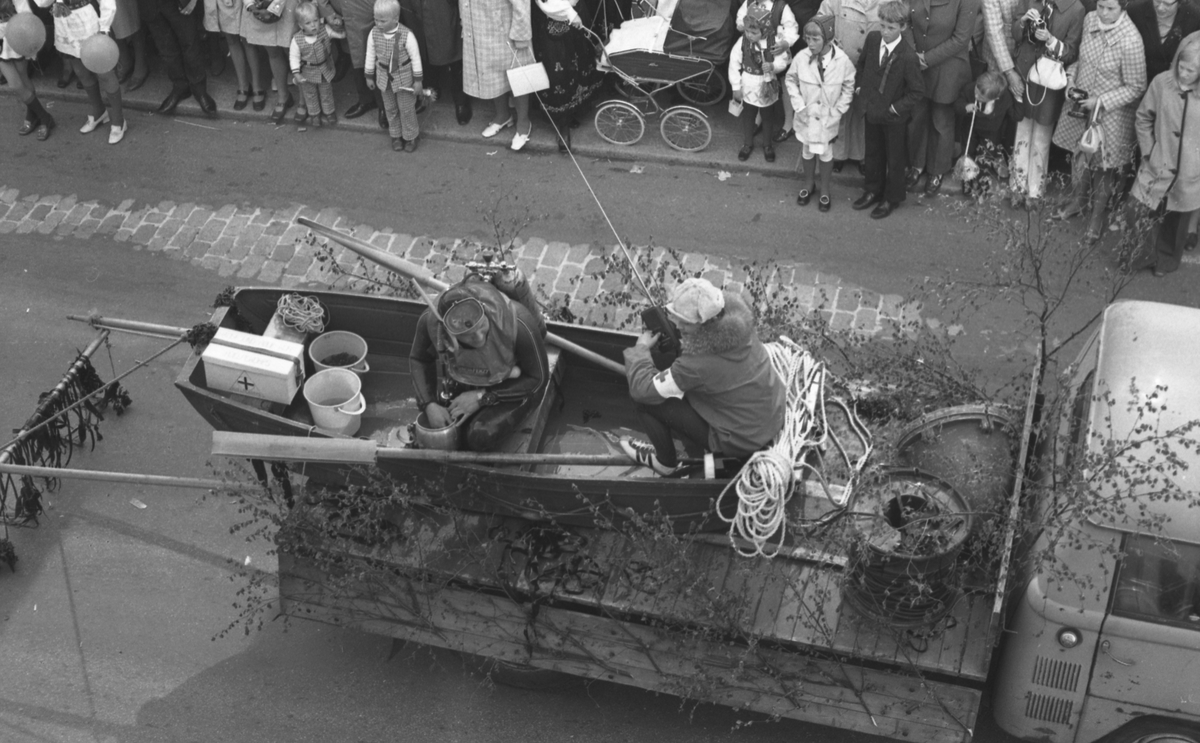 17. mai - 1971.   Del 5 av 7. Barne- og russe-tog.