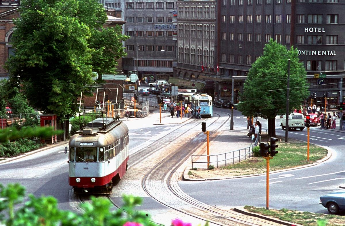 Ekebergbanen, Oslo Sporveier. Vogn 1018. Abelhaugen. Nationalteatret. Hotel Continental.