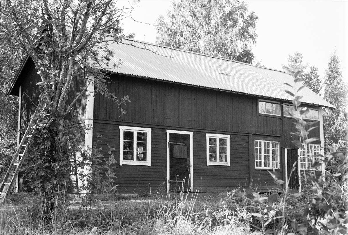 Uthus, Smedsberg, Tibble 5:2, Rasbokils socken, Uppland 1982
