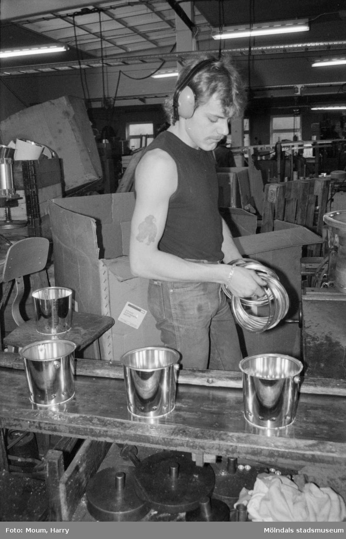 Waldts Emballage i Kållered, år 1984.  För mer information om bilden se under tilläggsinformation.