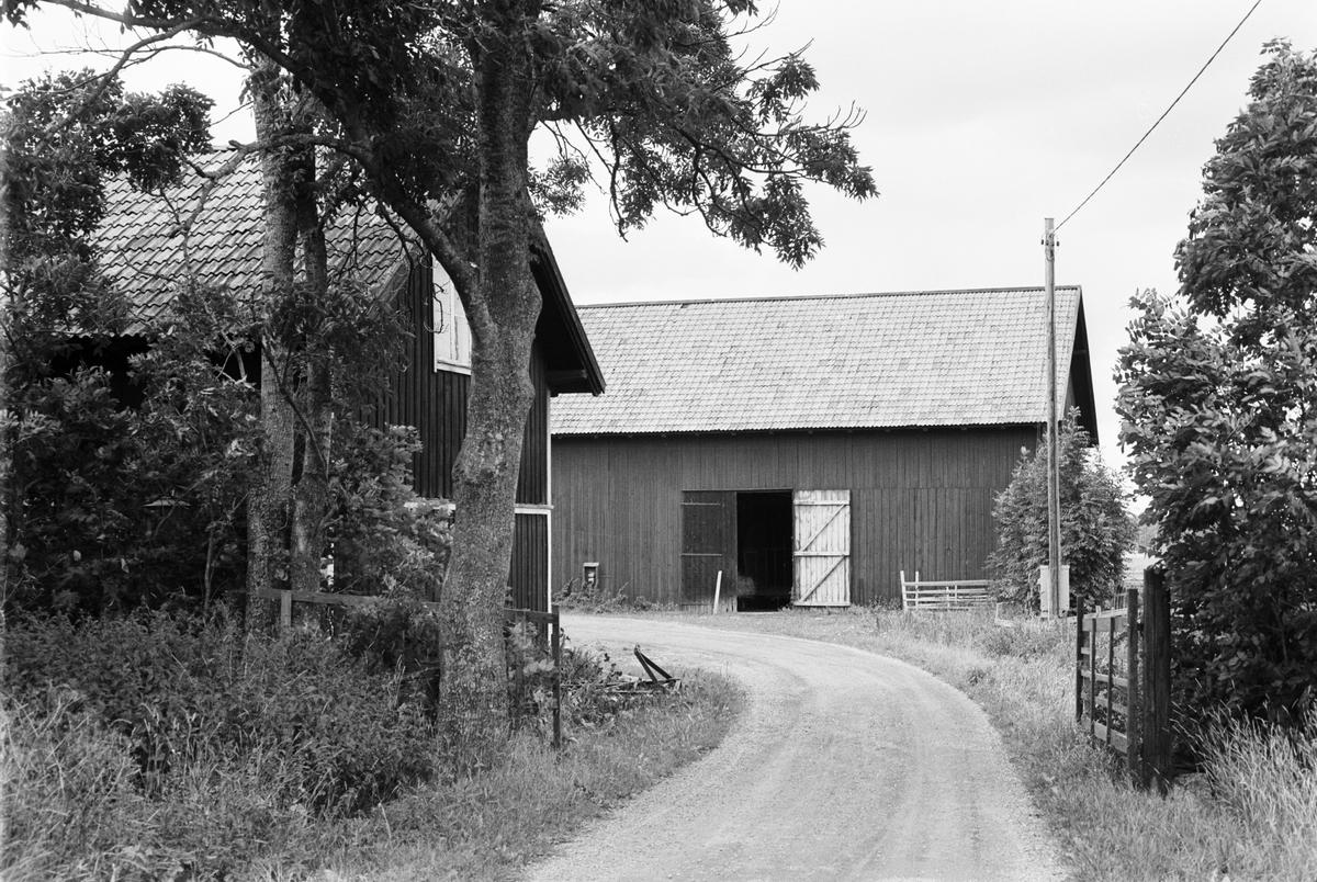 Lada, vagnslider och magasin, Trevlinge 2:1, Rasbo socken, Uppland 1982